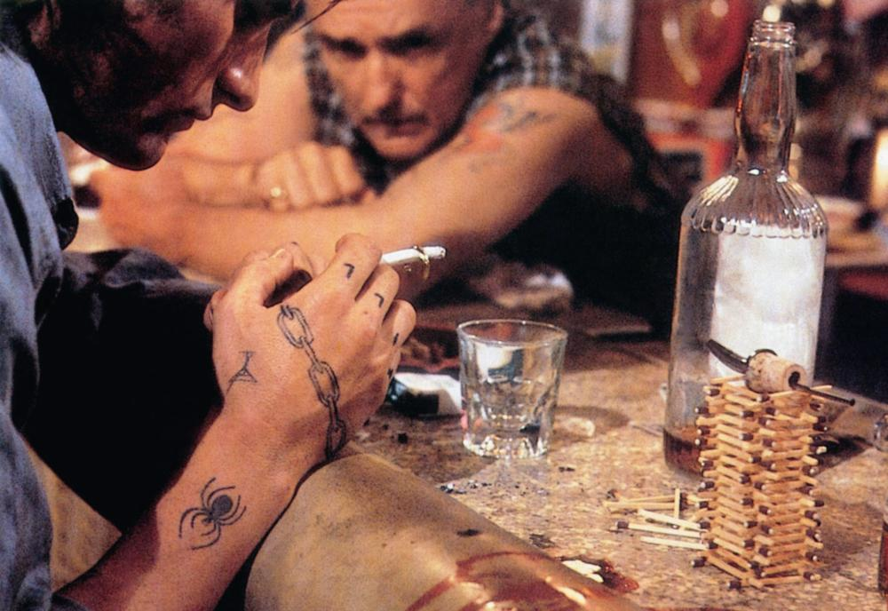 THE INDIAN RUNNER, Sean Penn (front), Dennis Hopper, 1991, © MGM