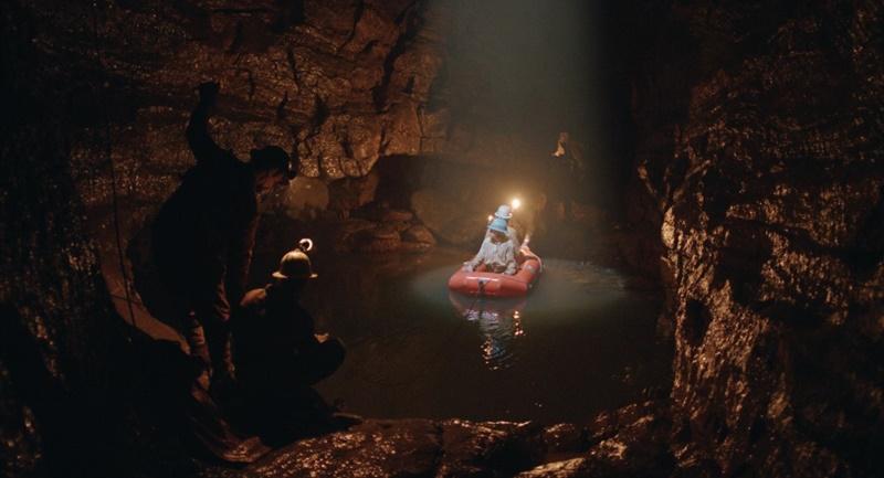 """Viaggio al centro dell'universo. """"Il Buco"""" e il cinema d'esplorazione"""