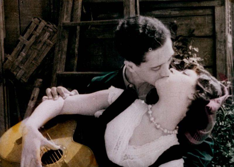 In principio fu la canzone: i film di Elvira Notari con la lanterna a carbone